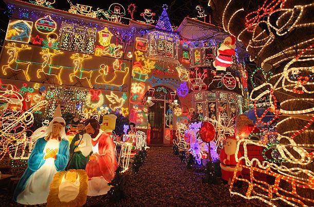 melksham-uk.jpg - 4 Of The World's Best Christmas Light Displays