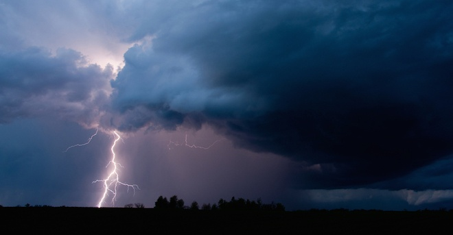 lightning-strike-storm